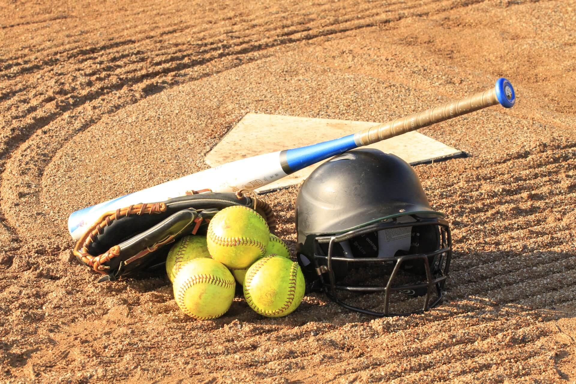 Best Softball Bat Reviews & Guide 2019 With FAQ, Benefit & More